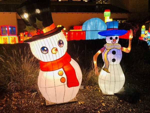 Snowmen at Yuletide Bright