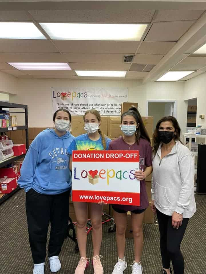 Lovepacs Plano volunteers